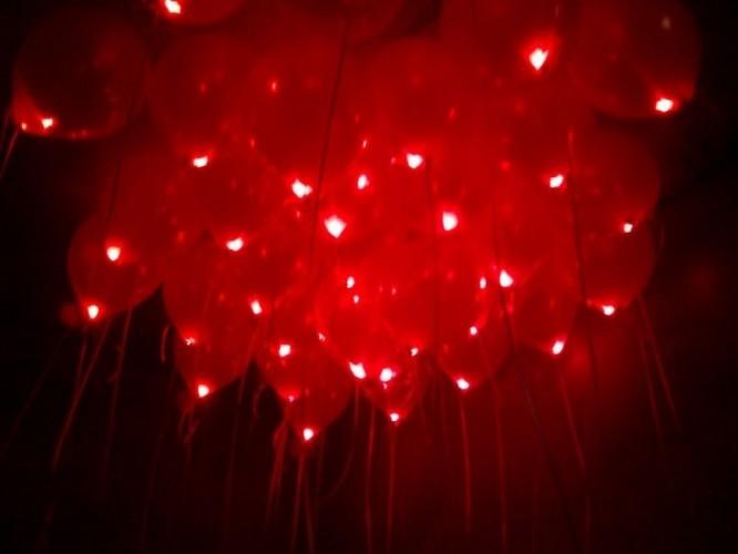 Красные шары на 14 февраля светящиеся - фото 1