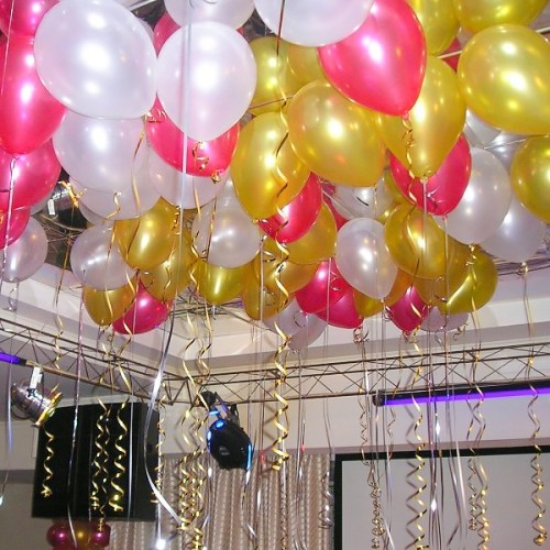 """Воздушные шары с гелием """"Золотые и Белые"""" - фото 1"""